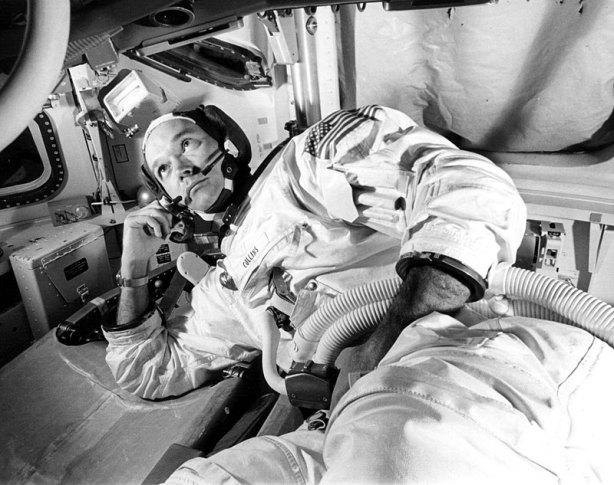Michael Collins en el simulador del Módulo de Comando, 19 de junio de 1969