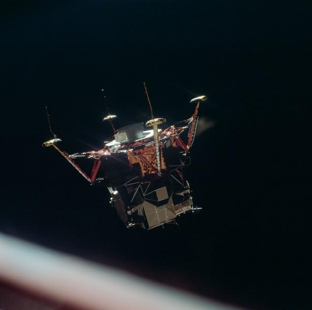 El Módulo Lunar se separa del Módulo de Comando, 20 de julio de 1969